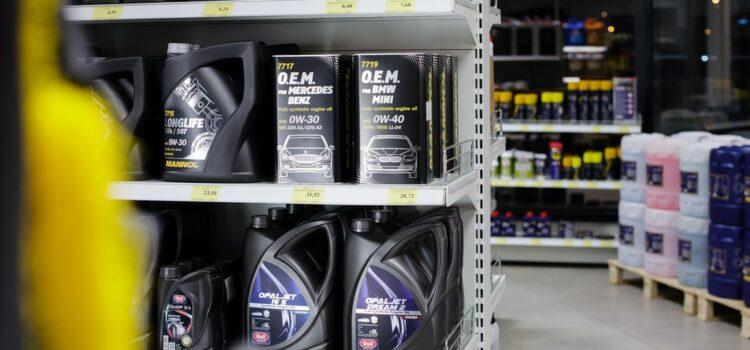 Aký olej do auta? Poradíme, kde kúpite motorový olej najlacnejšie