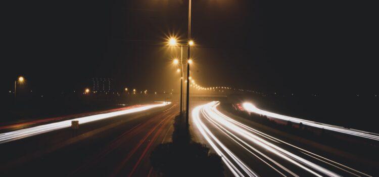 Osvetlenie verejných komunikácií: Ovplyvňuje spoľahlivosť a bezpečnosť vozovky